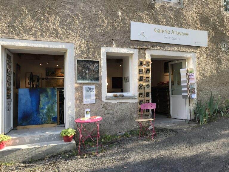 Front View of the Galerie Artwave, based in the south of France, in Cabrerets Pech Merle which exhibits all the artworks of Anne Turlais