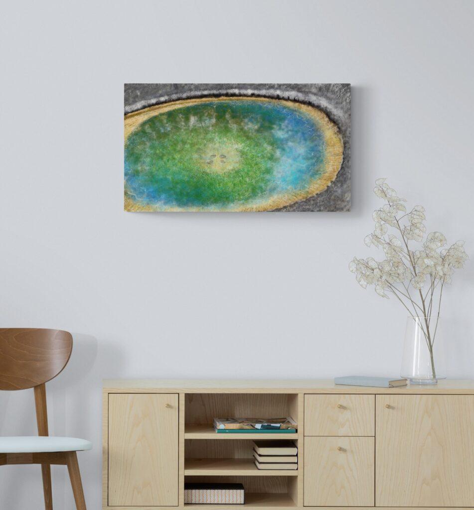 Deuxième image de 'Miroir du Causse' - L'impression d'art, Miroir du Causse - est inspirée des lacs de montagne d'Occitanie. artiste: Anne Turlais. Imprimé sur Dibond en 300 éditions.
